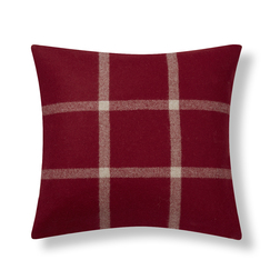 Квадратная подушка красного цвета NORTHWOOD CHECK 43*43 (Cranberry)