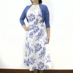 Платье классического фасона с узором синего цвета и кружевом на груди MD 098