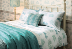 Красивый комплект постели с архивным рисунком голубого цвета TOILE KG 230*220, 50*75 set of-2 (Topaz