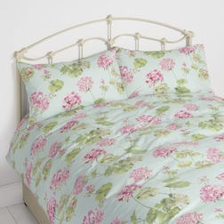 Комплект постели с большим пододеяльником голубого цвета в цветы герани GERANIUM KG 230*220, 50*75