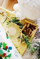 Упаковочная бумага с рисунком золотистого цвета BERKELEY SCROLL WRAP 70*300 (Gold)